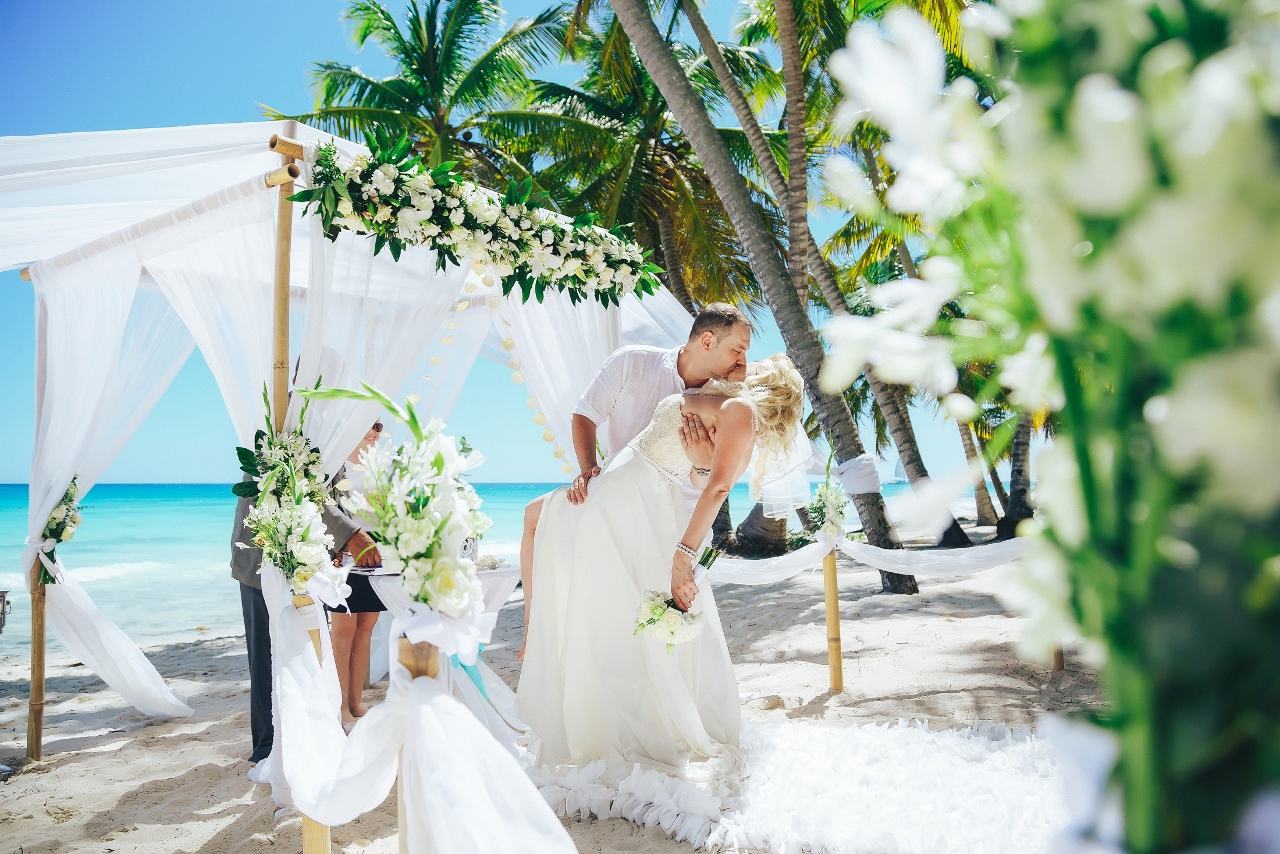 Snow white official wedding on saona island alexey and for Weddings in the carribean