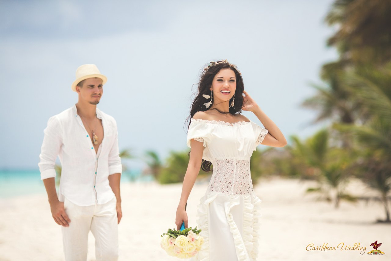 Artem julia 39 s fairy tale wedding ceremony in the for Weddings in the carribean