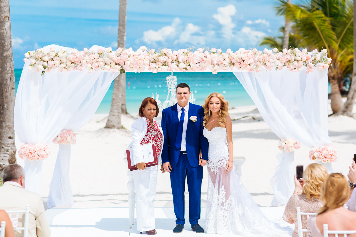 Caribbean Catering Beach Weddings: Wedding In Dominican Republic With Guests At The Beach