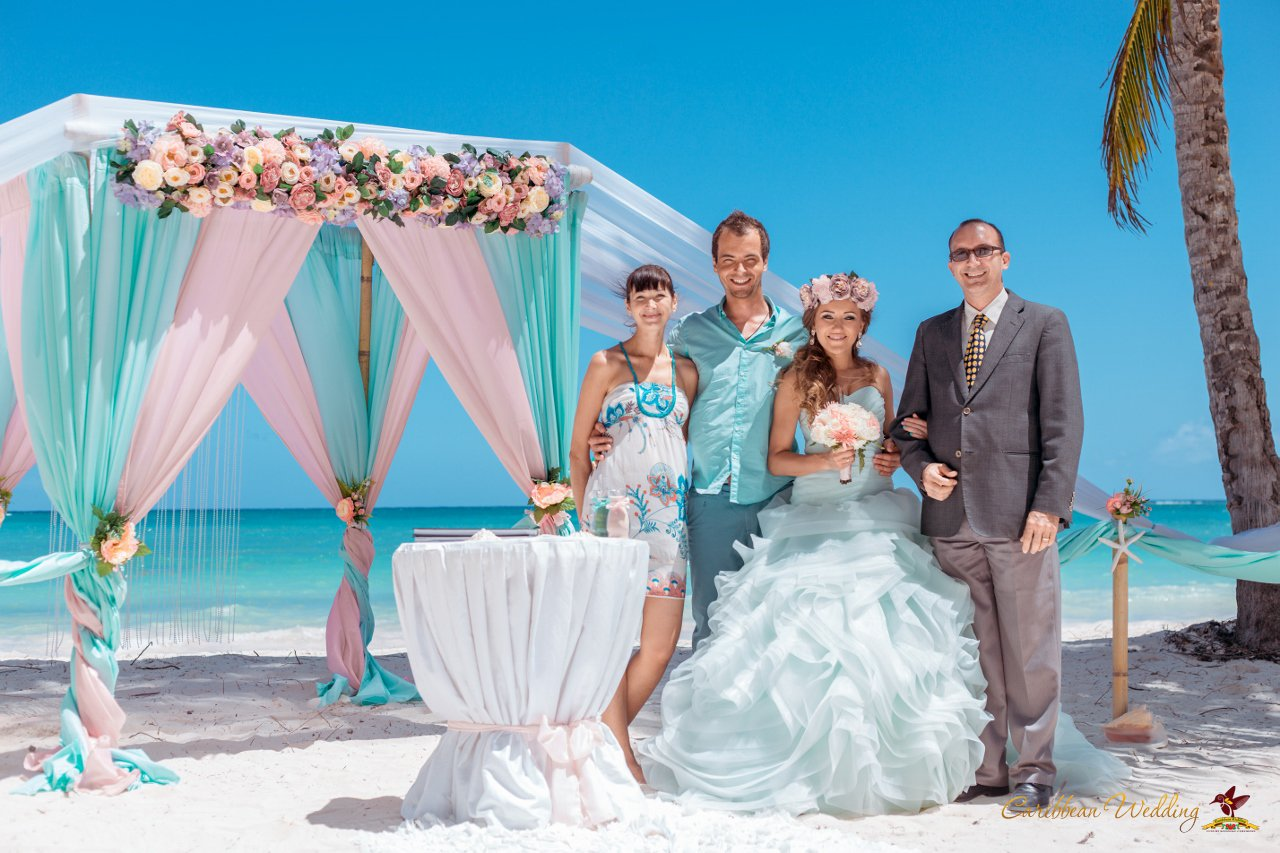 Wedding in dominican republic on the beach of cap cana for Weddings in the carribean